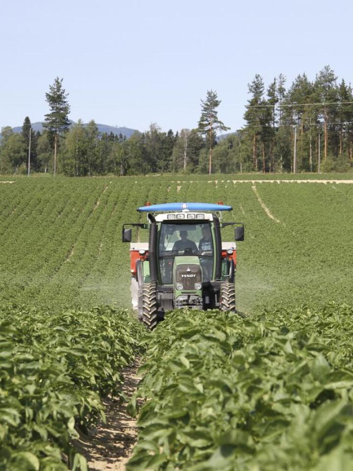 TEKNOLOGI: Kva skal du gjere når traktor og reiskap ikkje snakkar saman og seljarane ikkje er einige om kvar feilen ligg? Arkivfoto: Norsk Landbruk