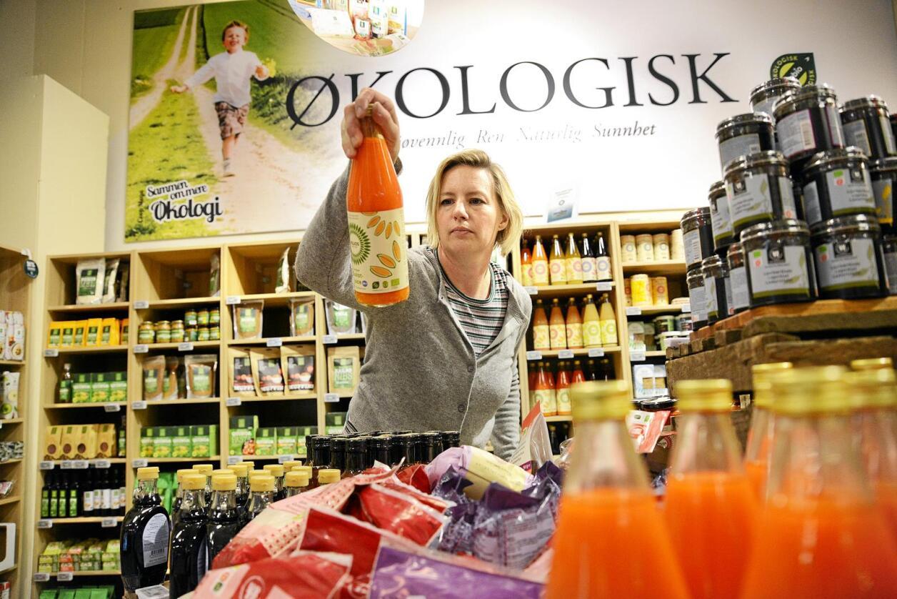 Handlar økologisk: Kommunikasjonsrådgjevar Ragna Kronstad handlar gjerne økologisk mat. Foto: Siri Juell Rasmussen