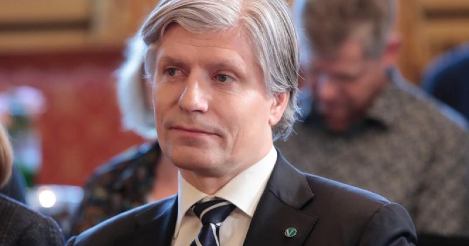 Regjeringen, ved klima- og miljøminister Ola Elvestuen, ønsker mer kunnskap om ulv. Foto: Lise Åserud / NTB scanpix