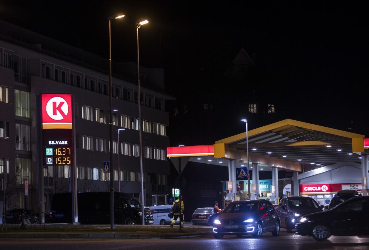 Endringer i CO2-avgiften vil også slå ut på bensinprisene. Foto: Terje Pedersen / NTB