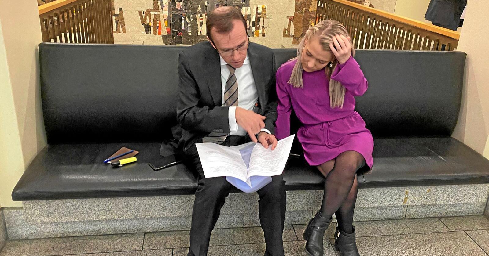 """Rådgiver med gruff: Espen Barth Eide (Ap) gir Sandra Borch og Sp """"kjærlige råd"""" med stempel.   Foto: Sivert Rossing."""
