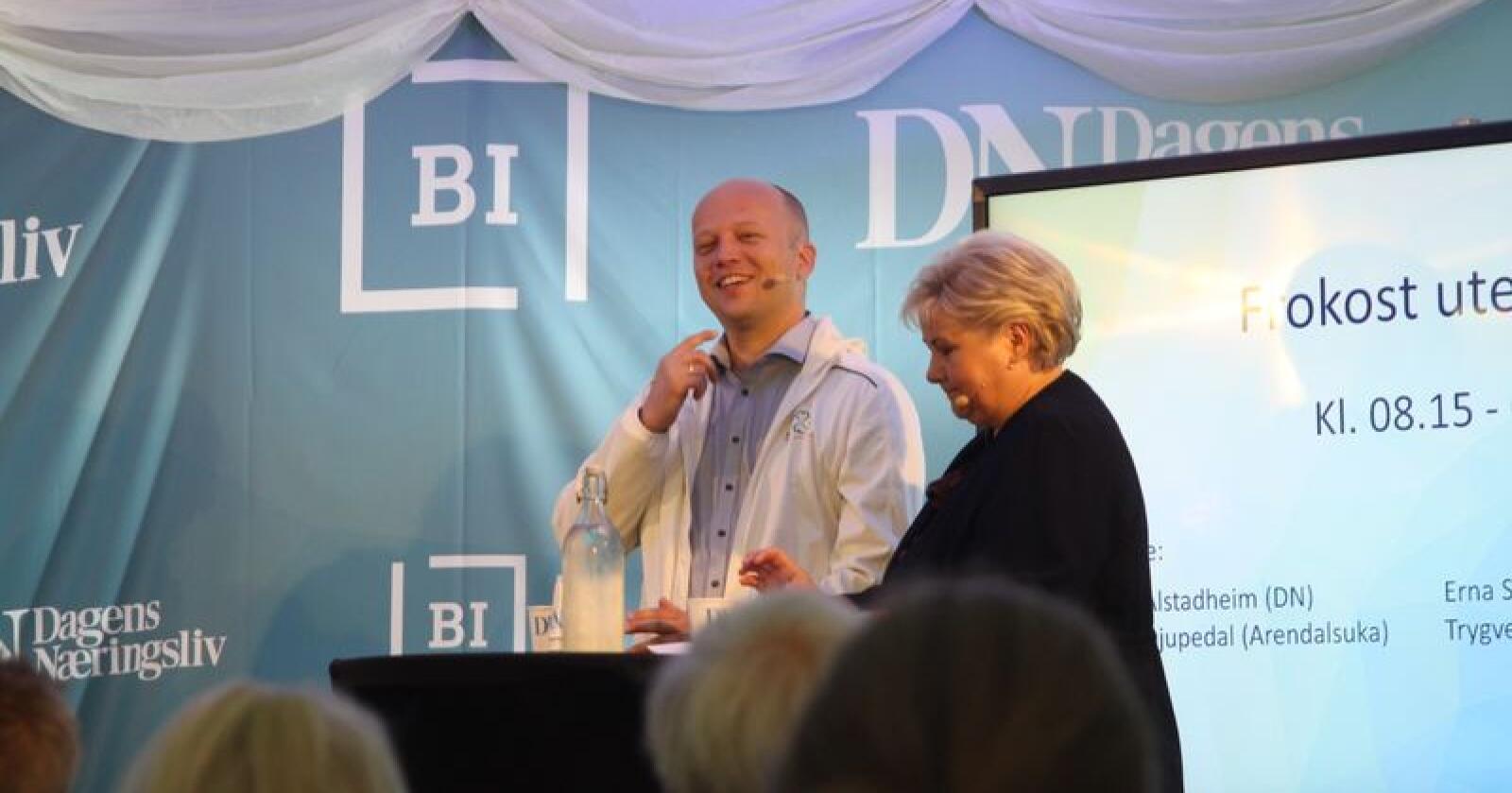 Trygve Slagsvold Vedum og Erna Solberg møttes til debatt i Dagens Næringslivs telt under Arendalsuka tirsdag. Foto: Sivert Rossing