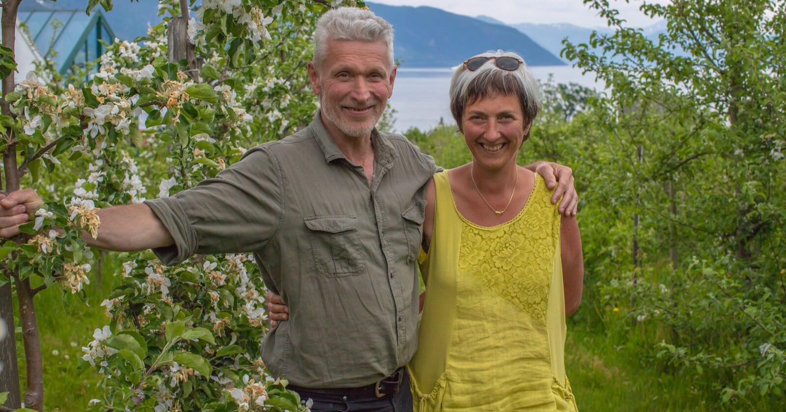 Åge Eitungjerde og Eli-Grete Høyvik i Balholm har hatt rekordstor vekst under pandemien. Foto: Eivind Takserud