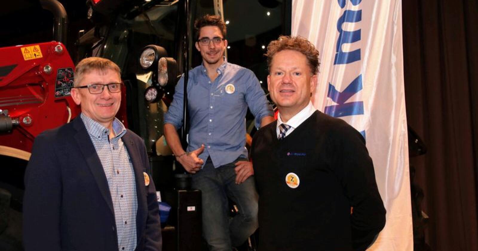 Sigbjørn Westreng (t.v.) og Odd-Erik Westreng er godt fornøyde med å ta Westreng Maskinforretning inn i A-K-famlien til Erik Grefberg.