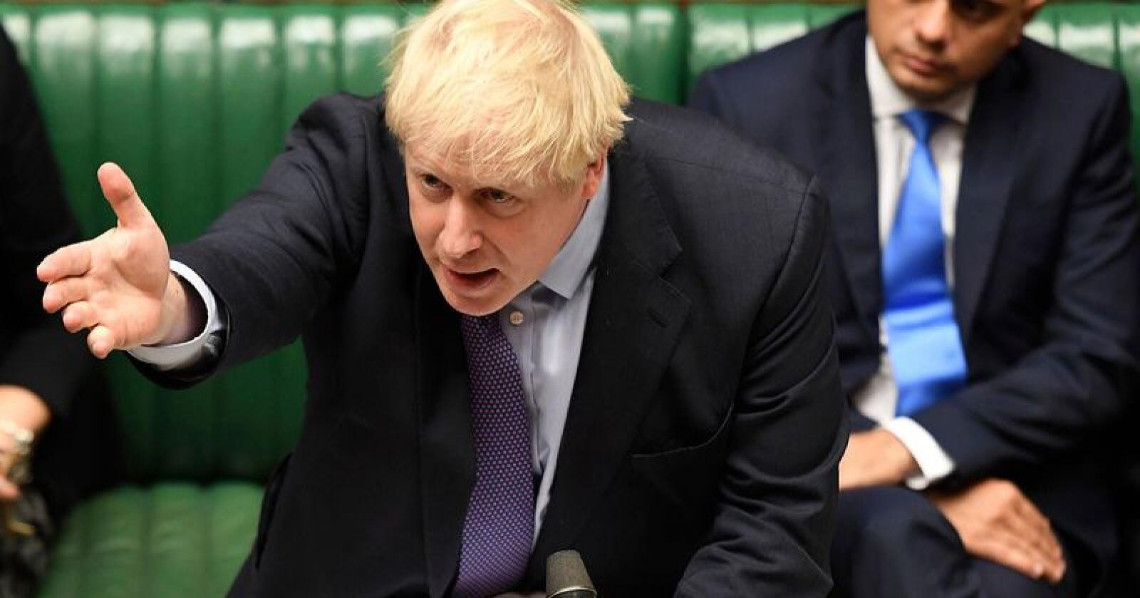 Boris Johnson gestikulerer under et innlegg i Underhuset tirsdag. Parlamentet stemte for Johnsons brexitavtale, men stemte mot statsministerens tidsplan for prosessen. Dermed går det mot enda en brexitutsettelse. Foto: Jessica Taylor / Underhuset / AP / NTB scanpix