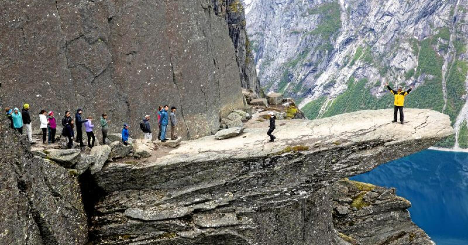 Reiseliv: Selfie-turistene strømmer til Trolltunga og andre destinasjoner i Fjord-Norge . Foto: Tore Meek / NTB scanpix