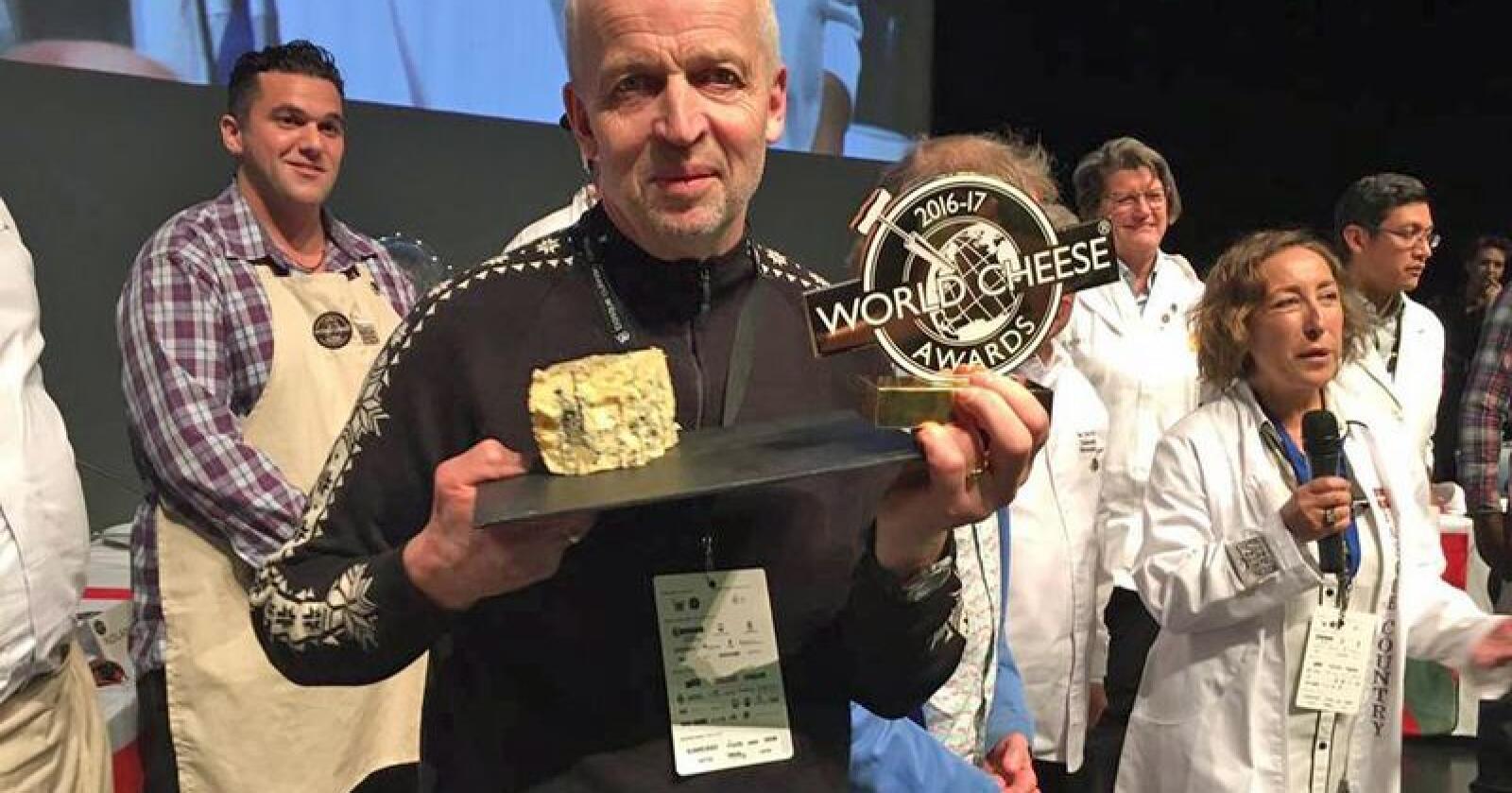 Kraftkar fra Tingvollost ble kåret til verdens beste ost i 2016. Det lille meieriet i Møre og Romsdal er helt avhengige av Tines distribusjon for få den ettertrakta osten ut til håndplukka butikker i hele landet. Foto: Privat.