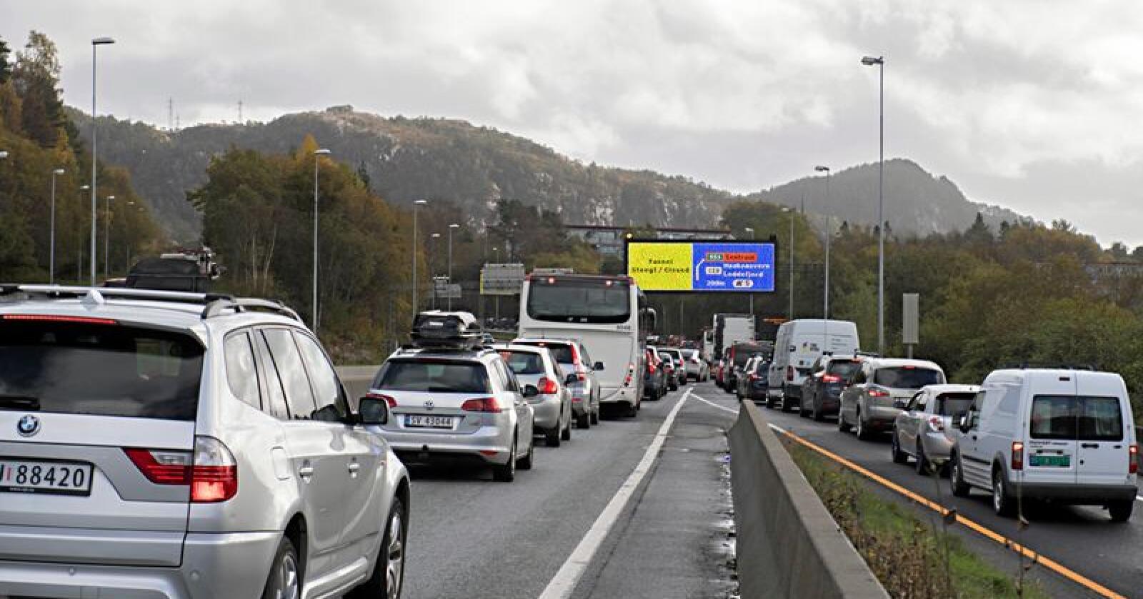 Lysa langs vegen i Bergen kan vere finansiert gjennom ulovleg statsstøtte. No skal ESA undersøke saken. Foto: Marit Hommedal / NTB scanpix