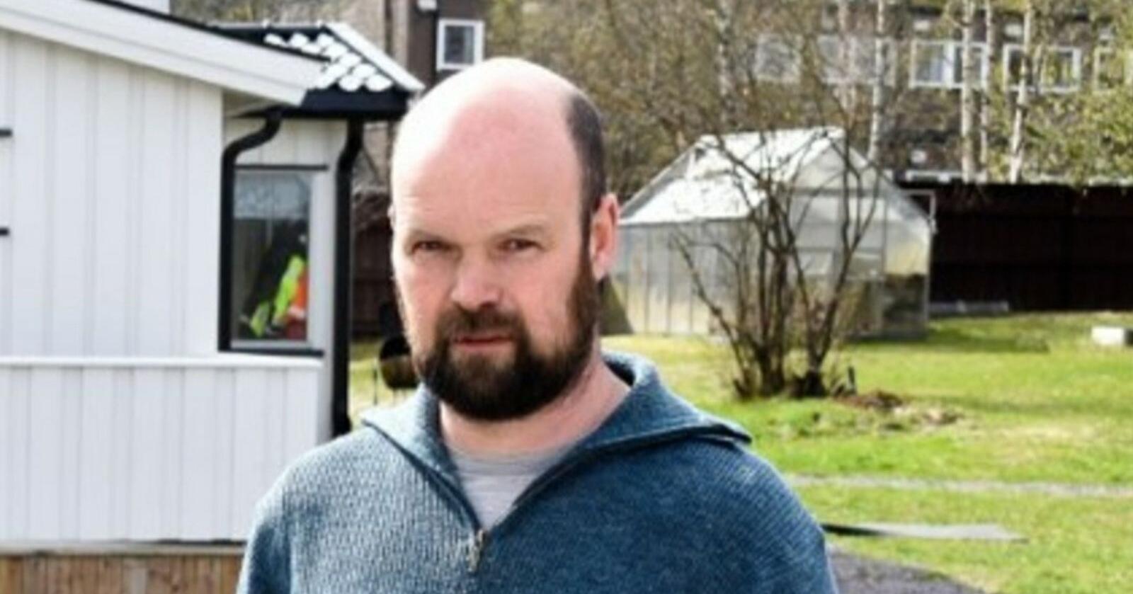 – En bonde med et areal på 750 dekar får redusert tilskuddet med over 100 000 kroner i året, påpeker lokallagsleder Jon Harald Snellingen i Lunner Bondelag. Foto: Privat