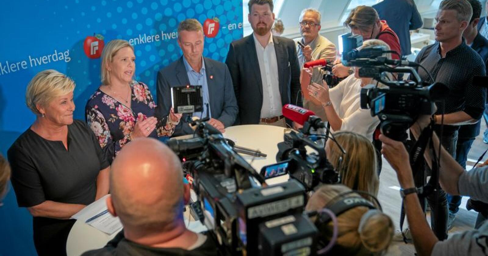 Hastemøte: Siv Jensen, Sylvi Listhaug og Terje Søviknes etter det ekstraordinært landsstyremøte i Frp. Foto: Heiko Junge NTB scanpix