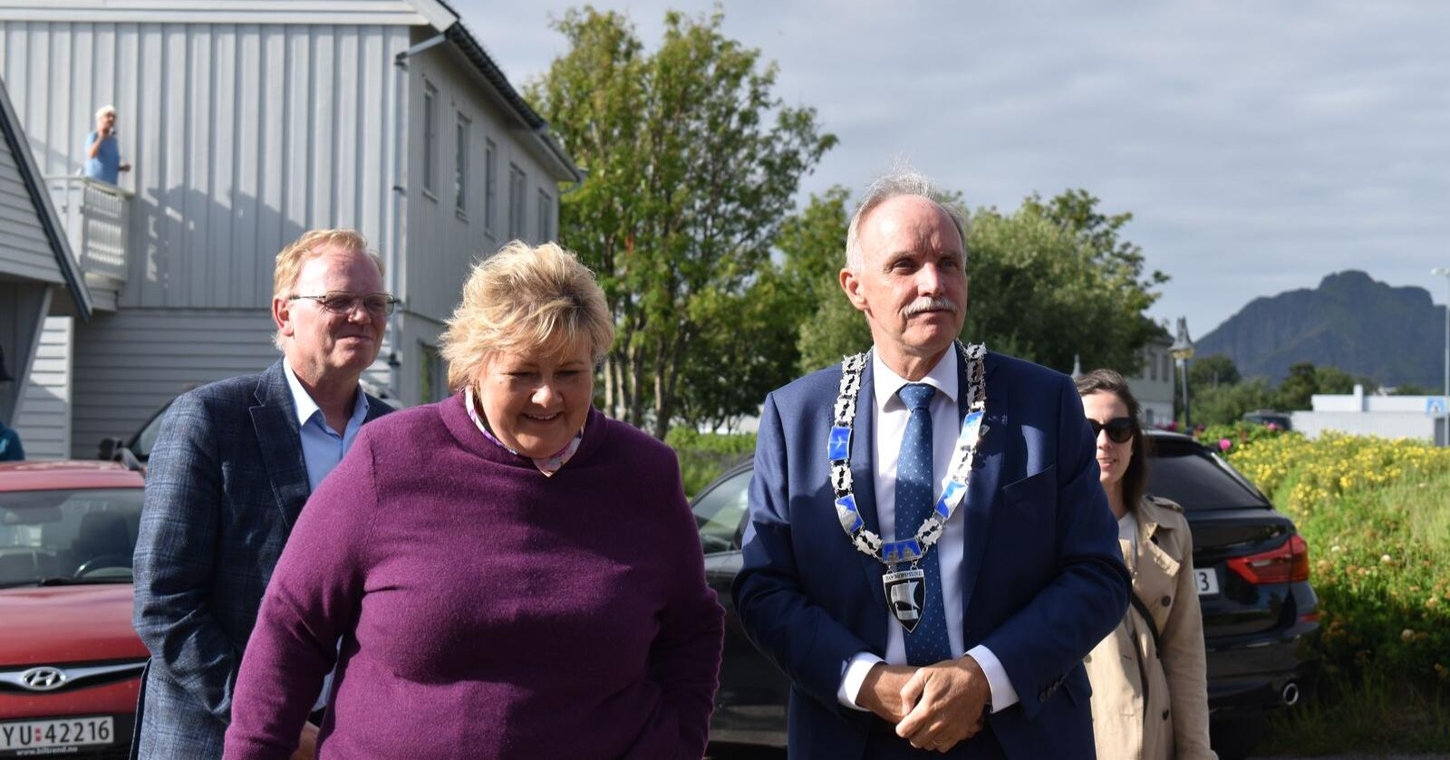 Statsminister Erna Solberg besøker Høyre-ordfører Sture Pedersen i Bø. Foto: Henrik Heldahl