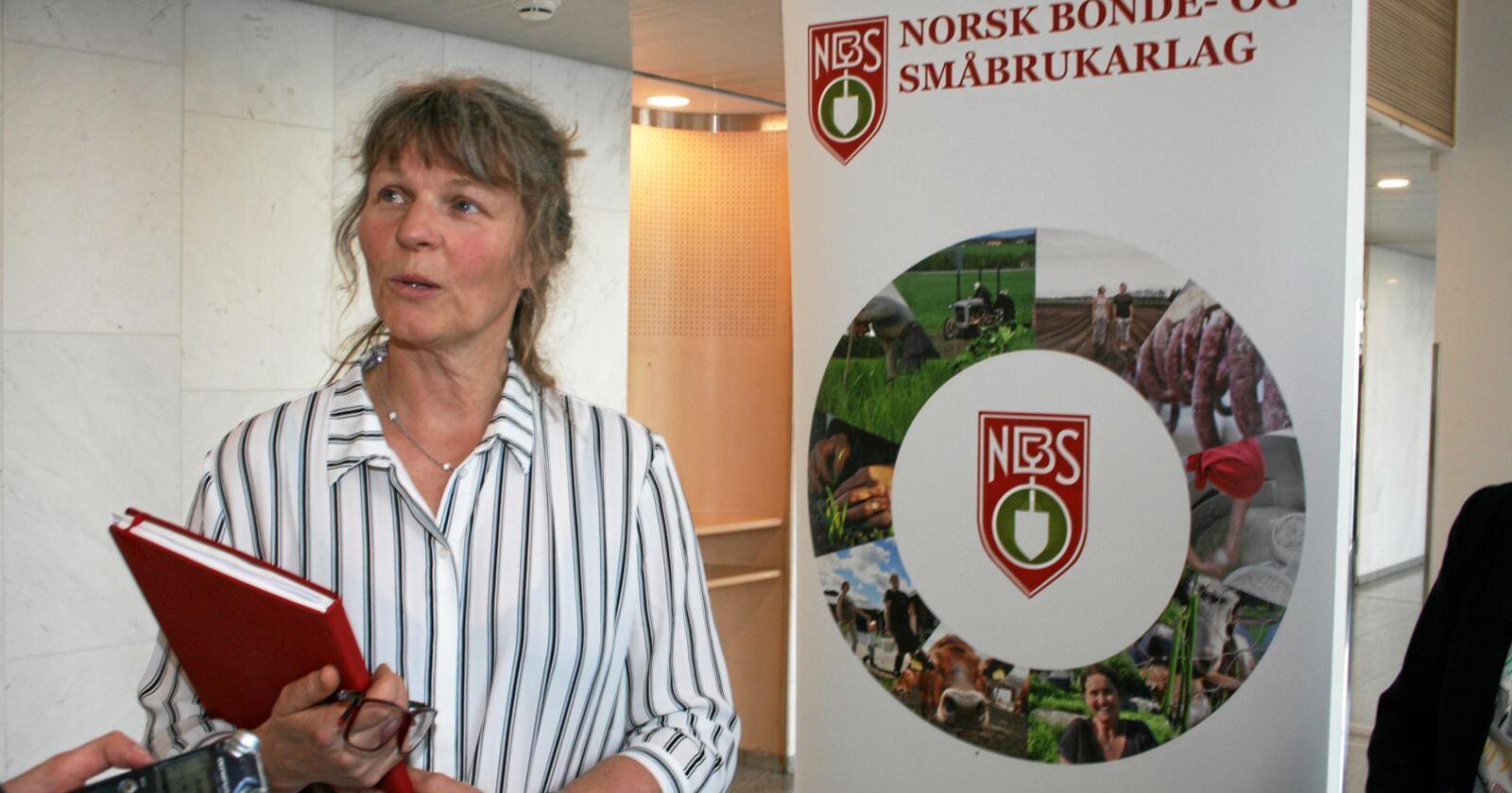 Kjersti Hoff og resten av Småbrukarlaget er skeptisk til forslaget om dobbel mottaksplikt. Foto: Bjarne Bekkeheien Aase