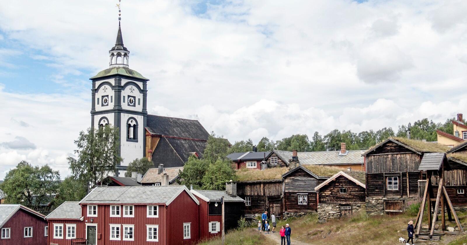 Bergstaden Røros er blant stedene næringsminister Iselin Nybø (V) trekker fram som steder nordmenn kanskje kan besøke i sommerferien. Foto: Paul Kleiven / NTB scanpix