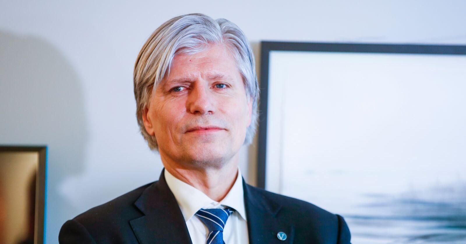 Ola Elvestuen måtte i januar gi fra seg nøkkelen til statsrådskontoret i Klima- og miljødepartementet til Sveinung Rotevatn. Foto: Terje Pedersen / NTB scanpix