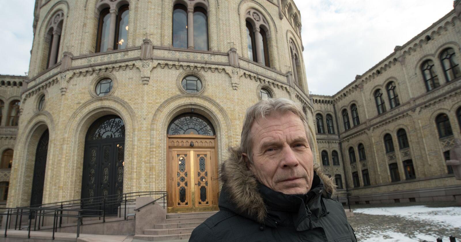 Arne Nævra (SV) er sterkt kritisk til utsetting av fasan og rapphøns til jakttrening. Foto: Vidar Sadnes