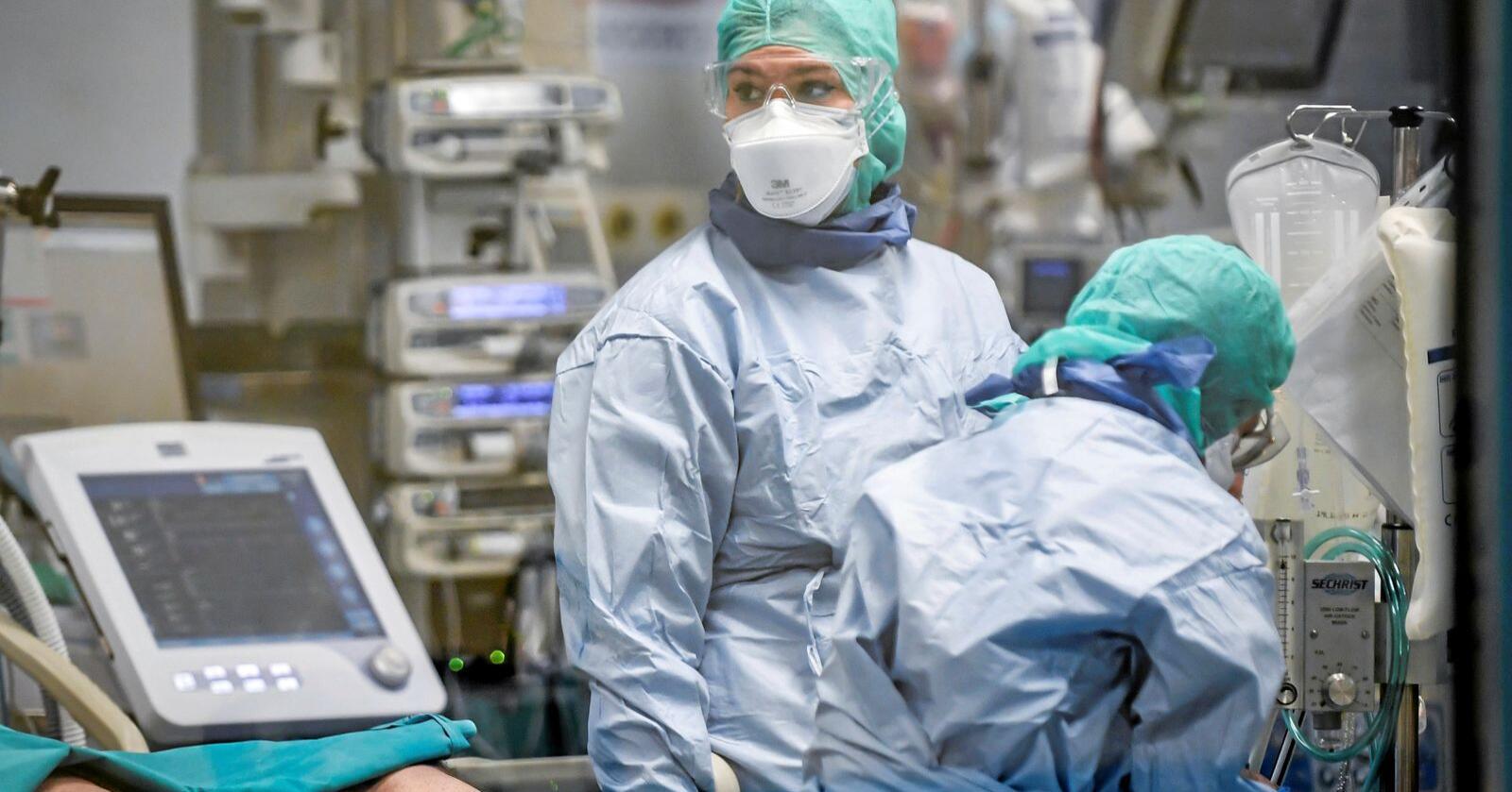 Tyskland tar inn korona-pasienter fra Frankrike og Italia. Dette er vel også solidaritet, skriver Helge Goverud Karlsrud. Her fra et sykehus i Pavia i Nord-italia. Foto: Claudio Furlan / AP / NTB scanpix