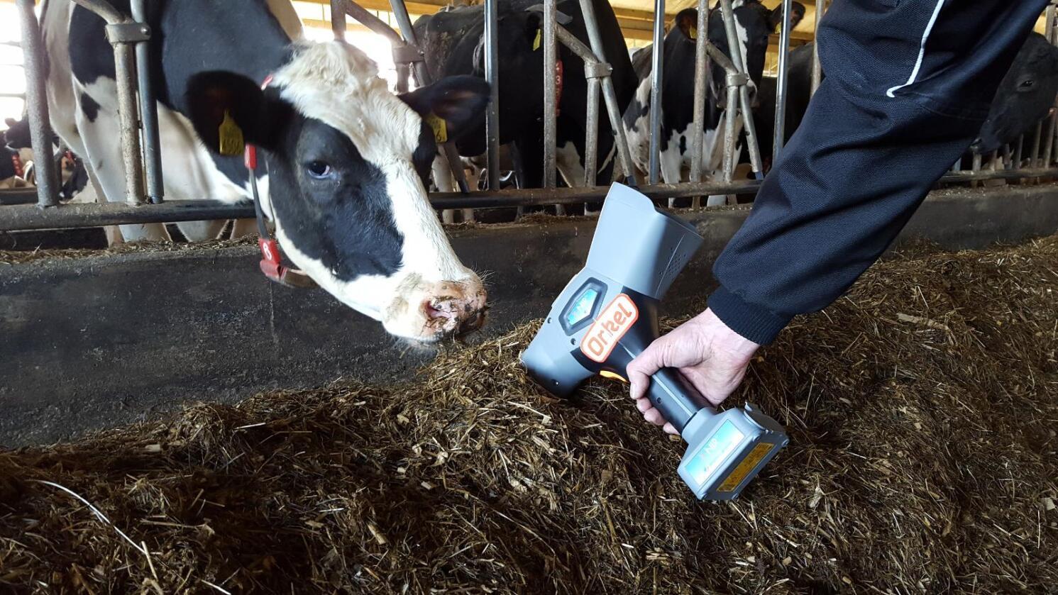 Få oversikt: Ved hjelp av NIR-teknologi kan du enkelt og umiddelbart få oversikt over tørrstoffprosent og relevante kvalitetsparametre i grovfôret ditt. Foto: Orkel