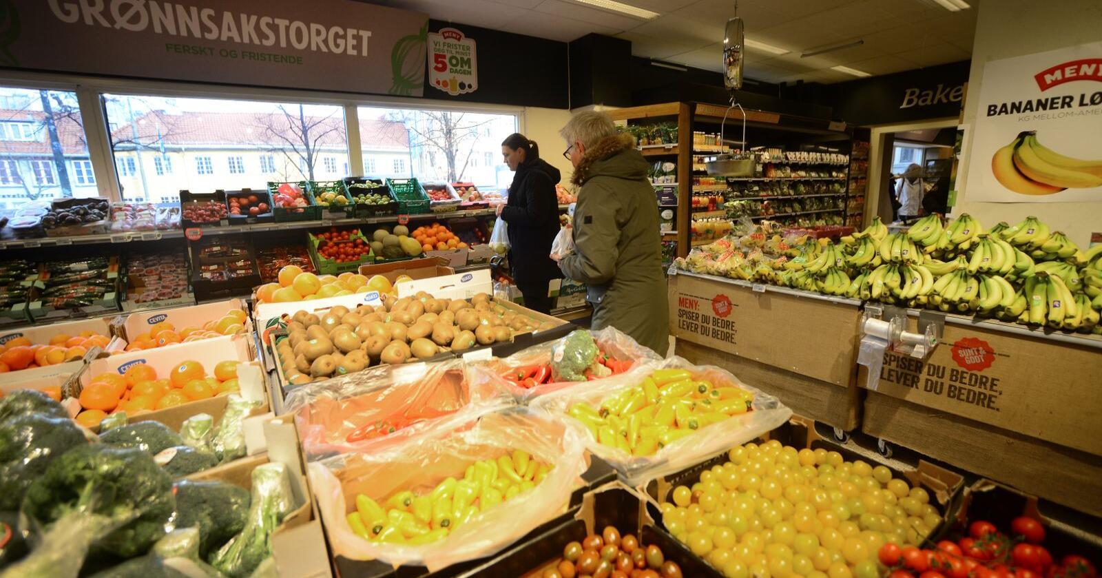 Sjølvforsyning: Få land er mindre sjølvforsynte med mat enn Norge, og nå viser ein ny målemetode at endå meir av maten er importert enn tidlegare oversikter har vist. Den nye målemetoden tar mellom anna med grensehandelen. Foto: Siri Juell Rasmussen
