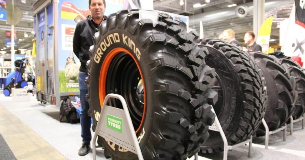 Salgsjef for tung sektor hos Nokian Dekk AS Thomas Børke har tro på at nye Ground King vil appelere i både landbruks -og anleggssektoren. (Foto: Lars Raaen)