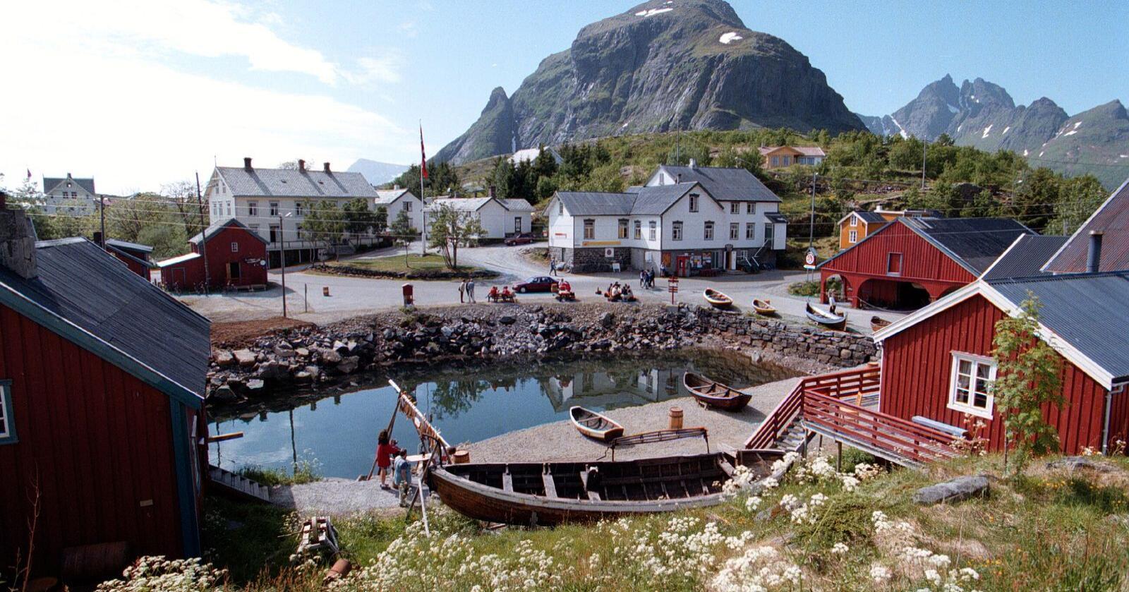Lofoten er et populært feriested for turister. Seks av ti norske reiselivsbedrifter frykter nå at de må si opp ansatte dersom permitteringsordningen ikke forlenges. Illustrasjonsfoto: Gorm Kallestad / NTB scanpix (FRB)