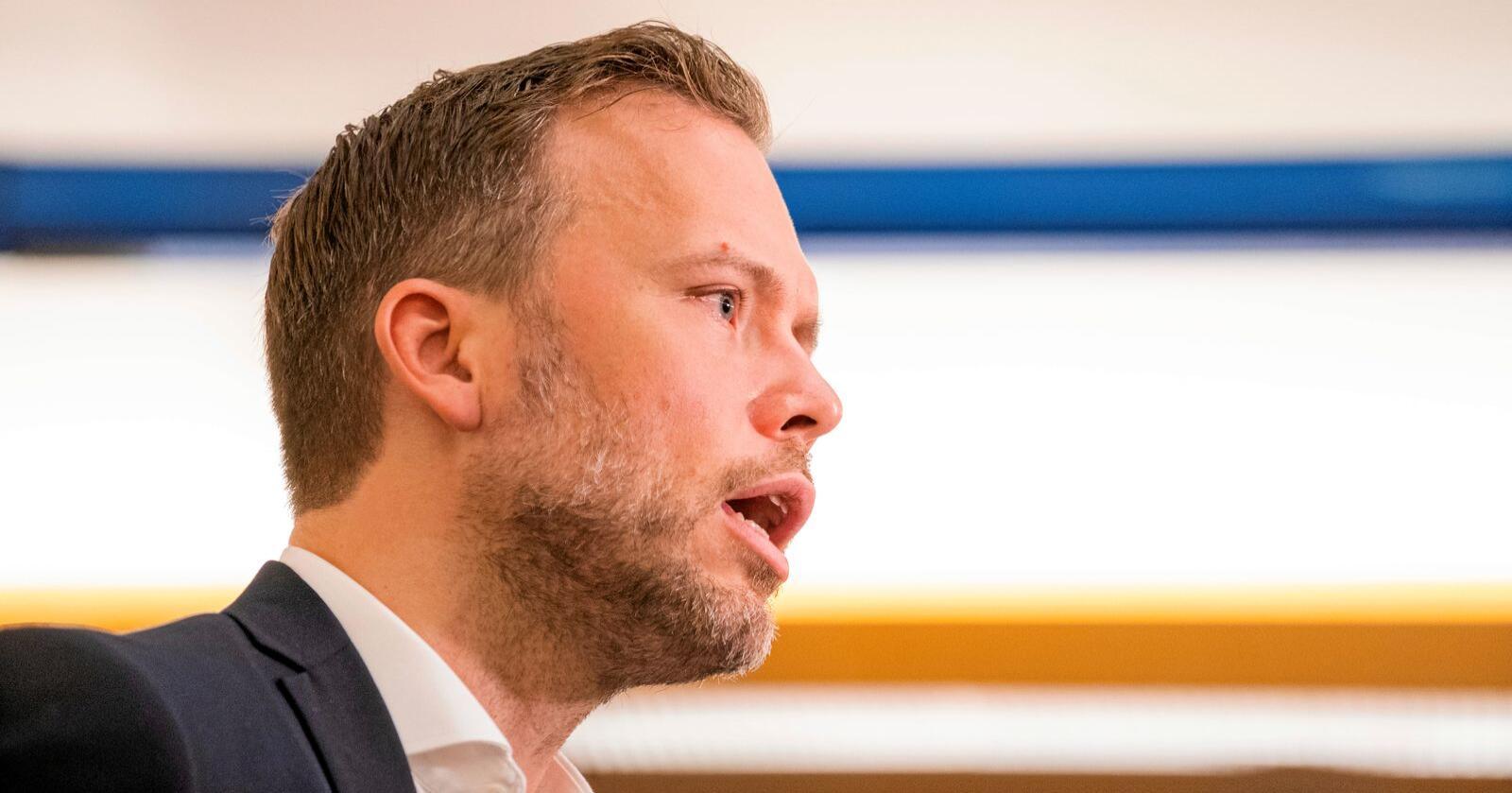 For første gang sier SV-leder Audun Lysbakken det høyt: Han foretrekker Jonas Gahr Støre (Ap) framfor Trygve Slagsvold Vedum (Sp) som statsminister i en rødgrønn regjering. Foto: Håkon Mosvold Larsen / NTB