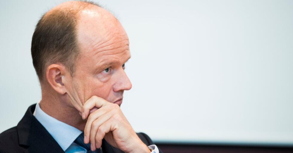 Den kraftige investeringsveksten vedvarer neppe til neste år, tror NHO. Her er NHO-sjef Ole Erik Almlid avbildet foran lønnsoppgjøret i vår. Foto: Terje Pedersen / NTB scanpix