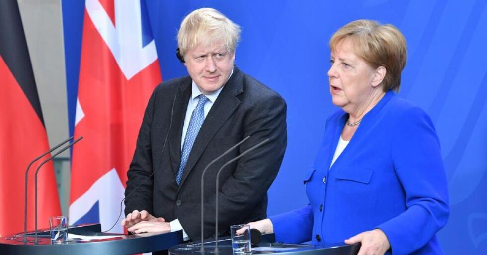 Tysklands regjeringssjef Angela Merkel og britenes statsminister Boris Johnson på felles pressekonferanse etter onsdagens møte i Berlin. Foto: AP / NTB scanpix