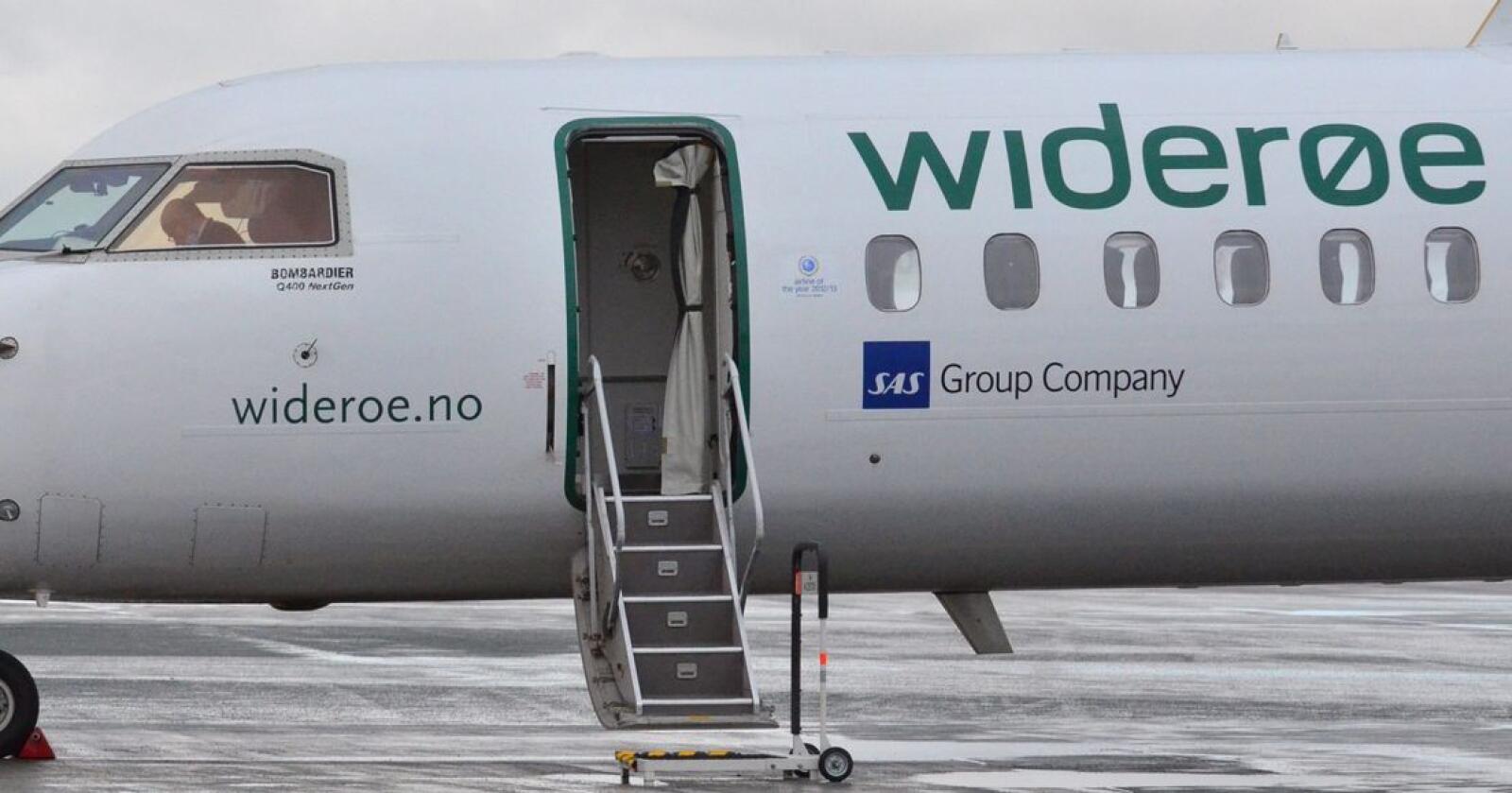 Widerøe seier ruter kunne vore redda med 65 kroner avgiftskutt per flysete, mens stortingsrepresentant Jonny Finstad (H) reagerer på at flyselskapet vil ha endå meir kutt enn det har fått. Foto: Ned Alley / NTB scanpix / NPK