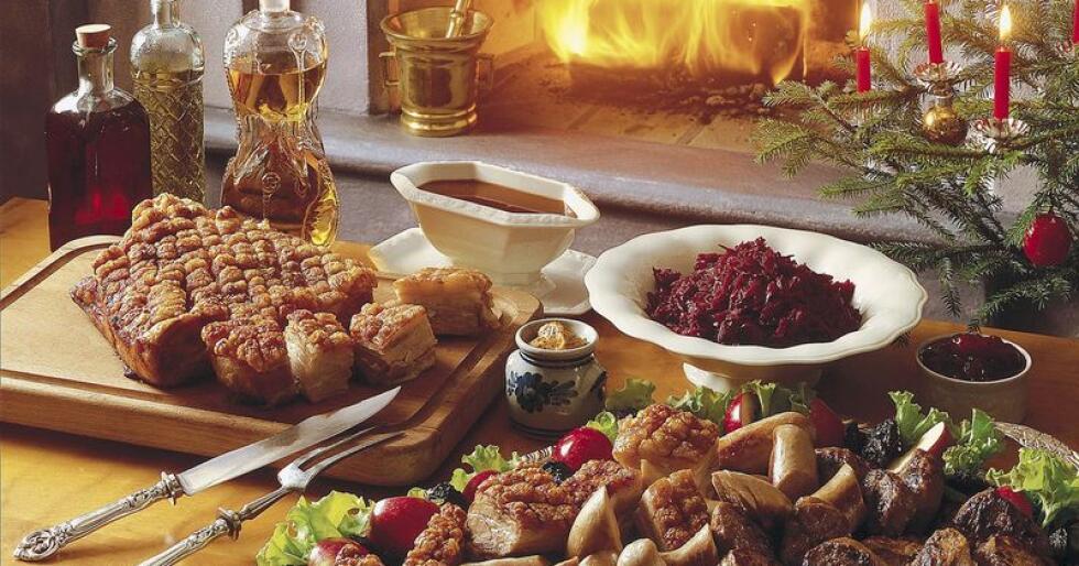 God mat og drikke er for mange en viktig del av julefeiringen. Butikker med salg av mat og drikke omsetter for 21 prosent mer i desember enn de øvrige månedene. Foto: Nortura