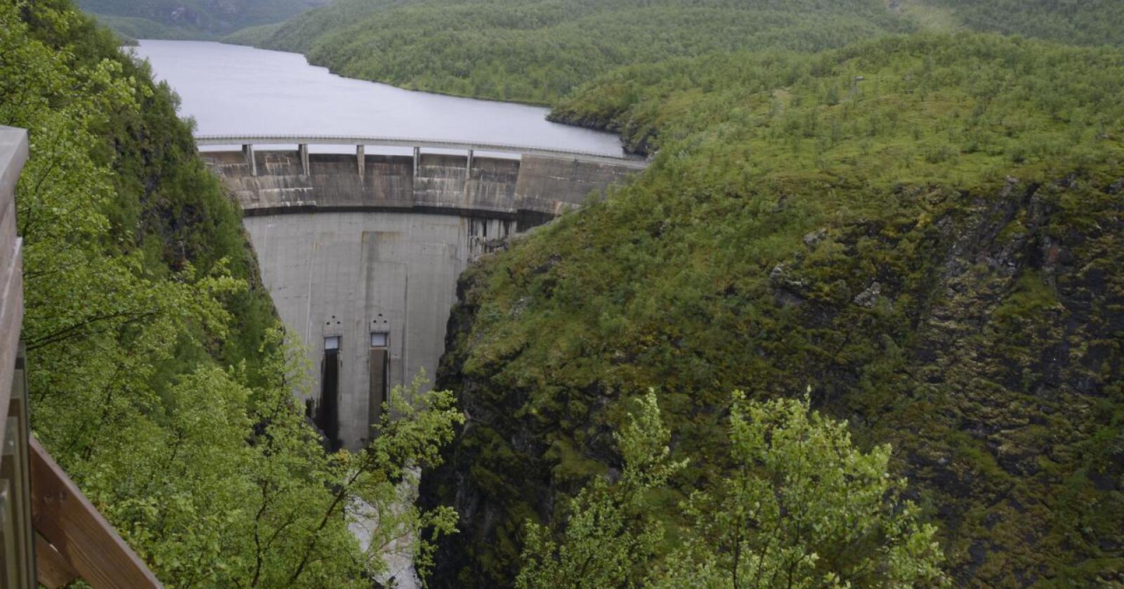 Alta kraftverk: Vannkraften er en naturressurs som tilhører fellesskapet. Men er det tilstrekkelig demokratisk styring med bruken av den? Foto: Mariann Tvete.
