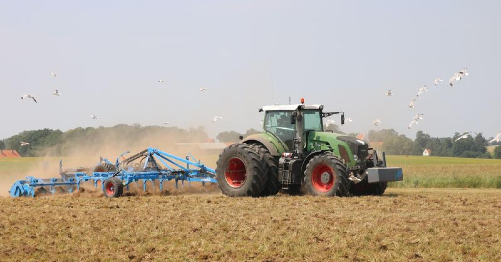 Posisjonen til de største aktørene i traktormarkedet, Eikmaskin og Felleskjøpet, er stadig tung. (Foto: Lars Raaen)