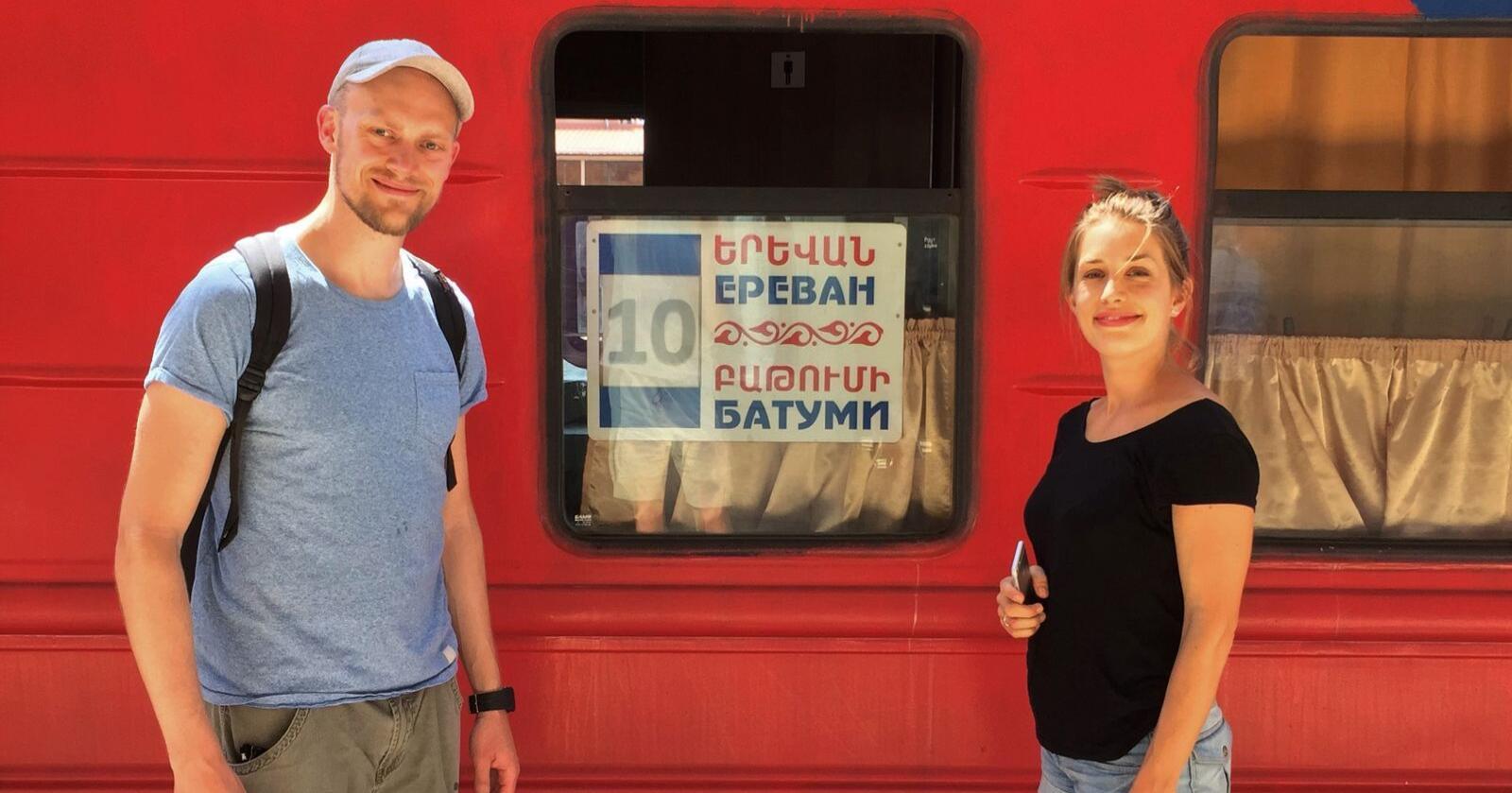 KAUKASUS: Erik Sveberg Dietrichs og samboeren Turid Austin Wæhler på togtur i Kaukasus. Foto: Privat