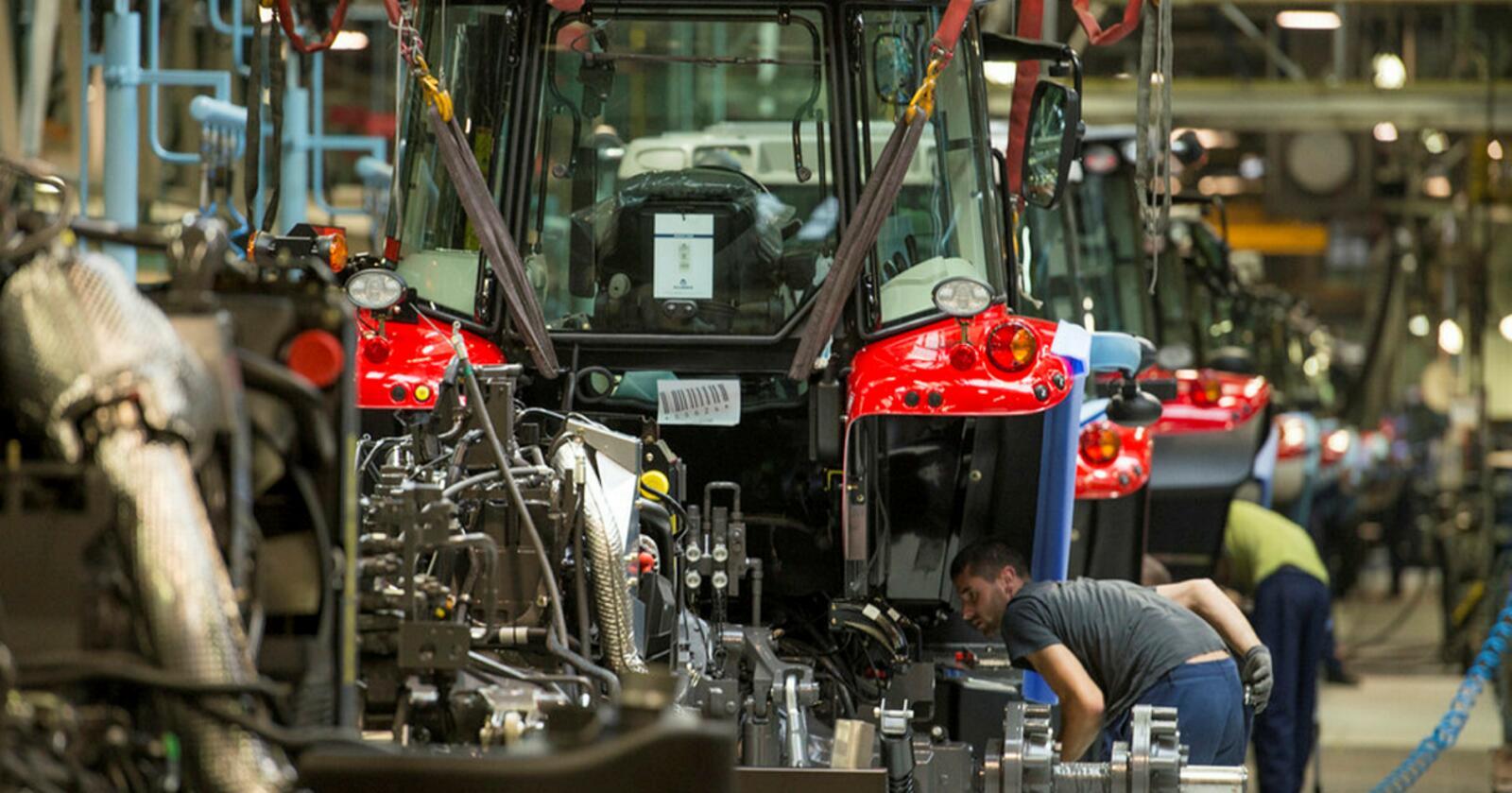 Agco's MF-fabrikk i Beauvais har vært stengt siden 17. mars. Nå gjenopptas produksjonen, takket være strenge smittevern-tiltak.
