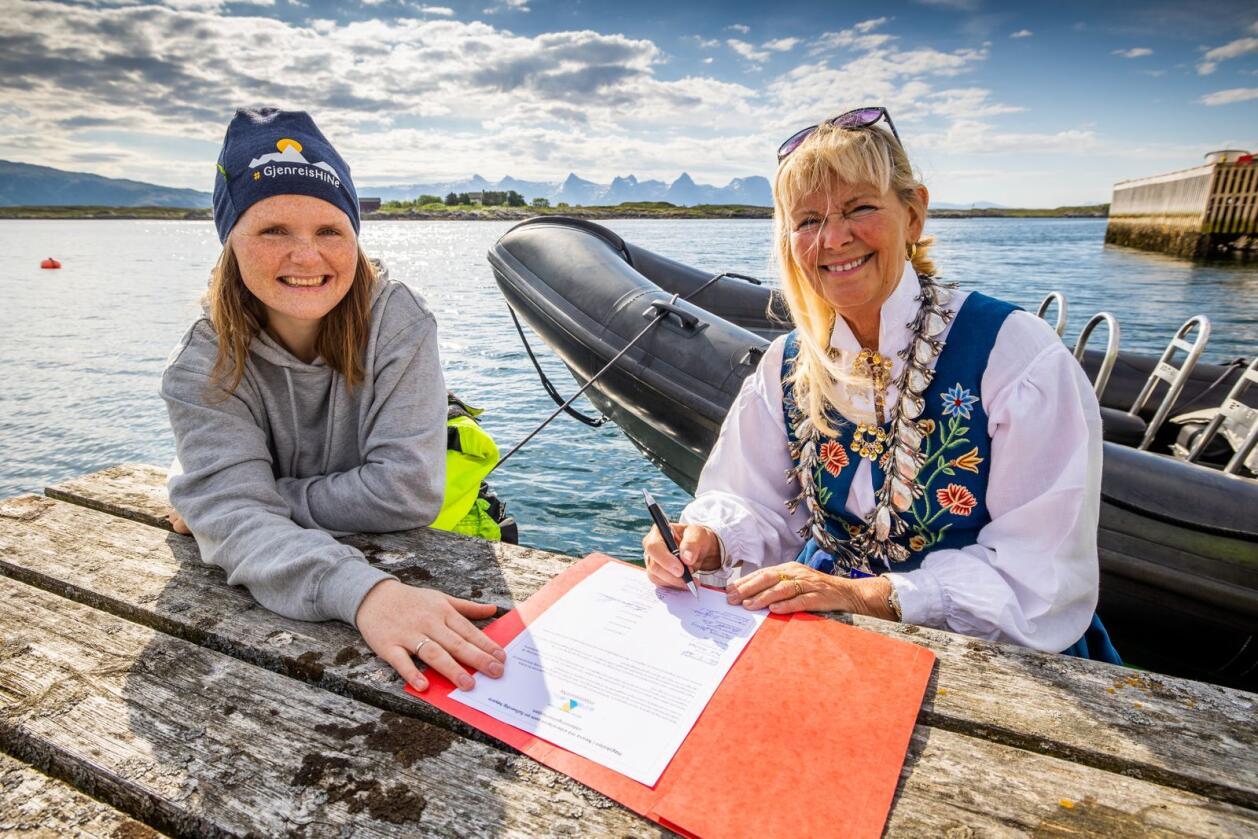 Jenny Myklebust og Elbjørg Larsen, ordførar i Herøy kommune i Nordland. Foto: Hans Petter Sørensen