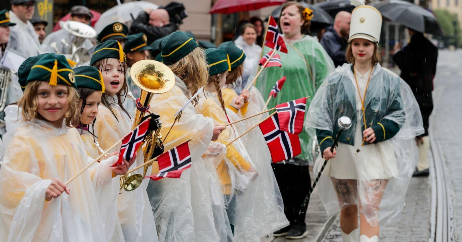 Grünerløkka skolekorps spiller på Birkelunden i Oslo under feiring av nasjonaldagen. Foto: Berit Roald / NTB