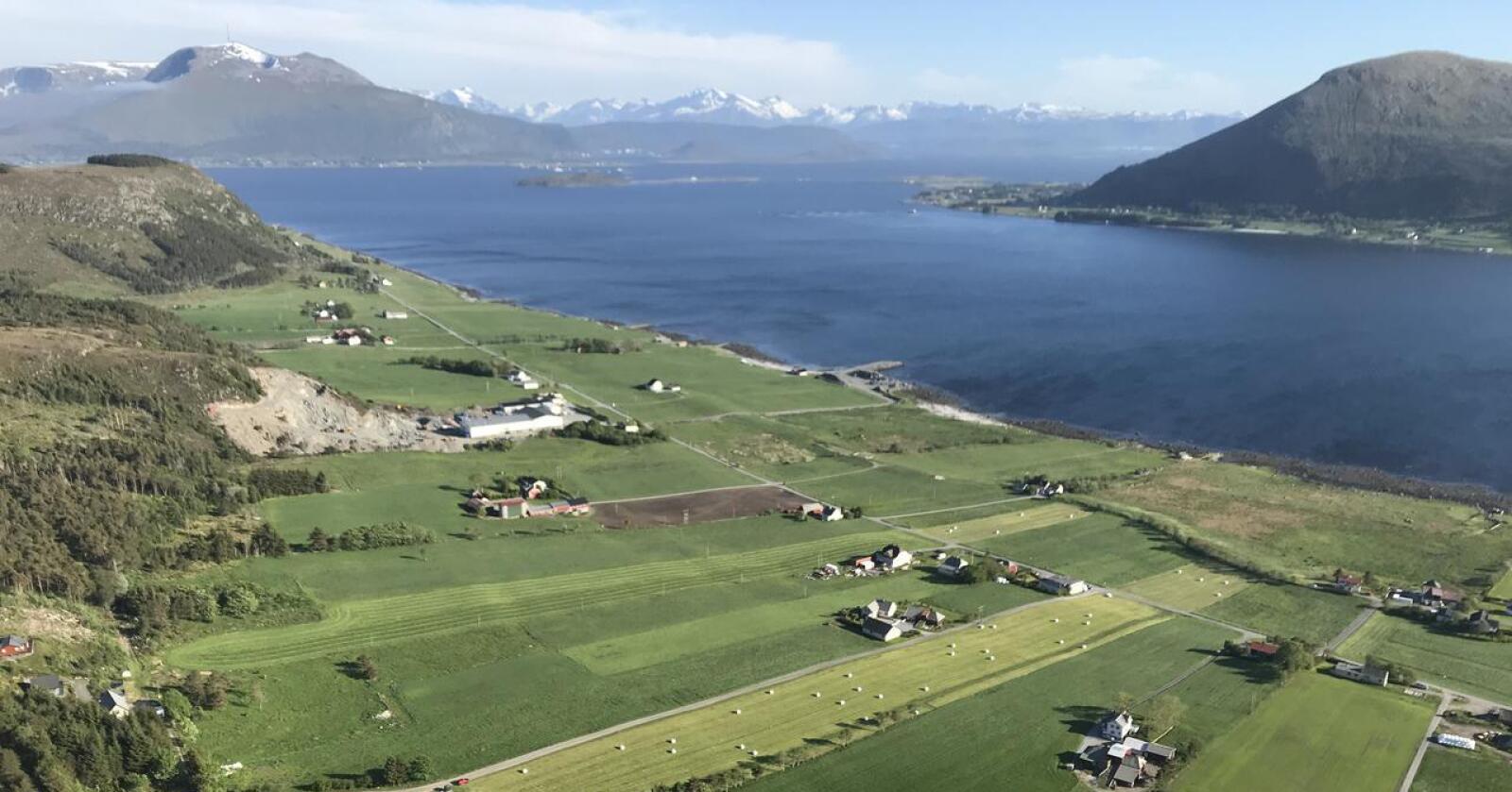 Åtte vindturbiner er under bygging på den lille øya Haramsøy utenfor Ålesund. Foto: Privat