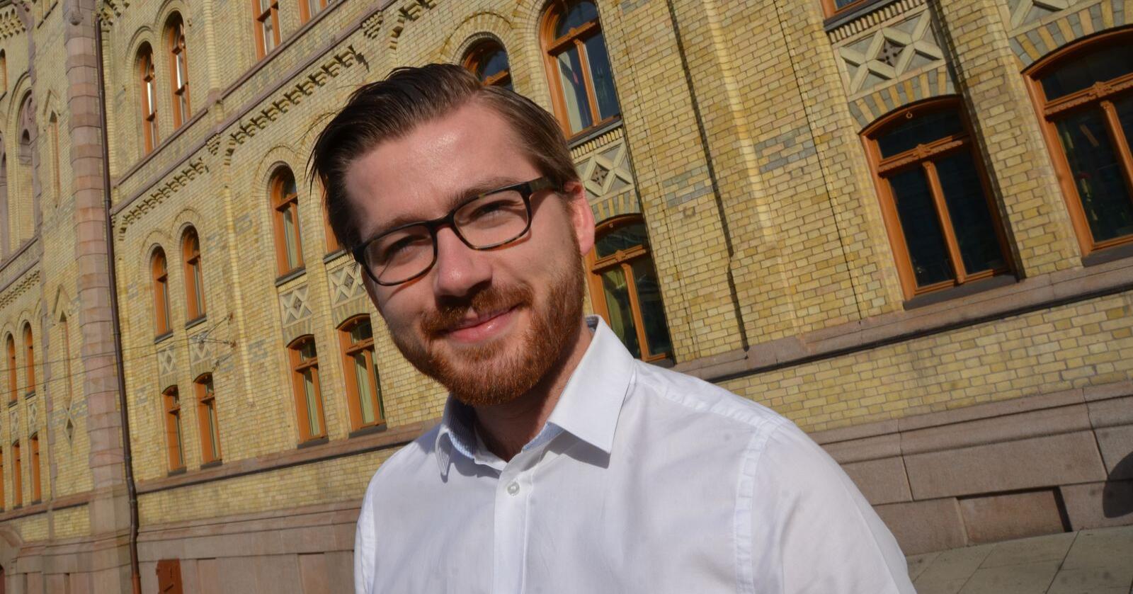 Sveinung Rotevatn (V) er ny klima- og miljøminister, og regjeringens øverste fagansvarlige for Norges rovviltpolitikk. De lokale nemndene forventer at den nye statsråden inntar en mer lyttende holdning til den lokale forvaltningen. (Anders Sandbu)