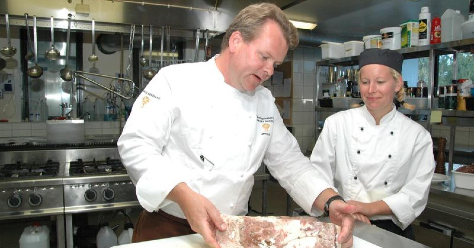 Jørn Lie, eier av Gamle Raadhus restaurant og Vaaghals, er med i årets jury. Lie var Årets Bondelagskokk i 2010. Her sammen med Monica Hoff. Arkivfoto