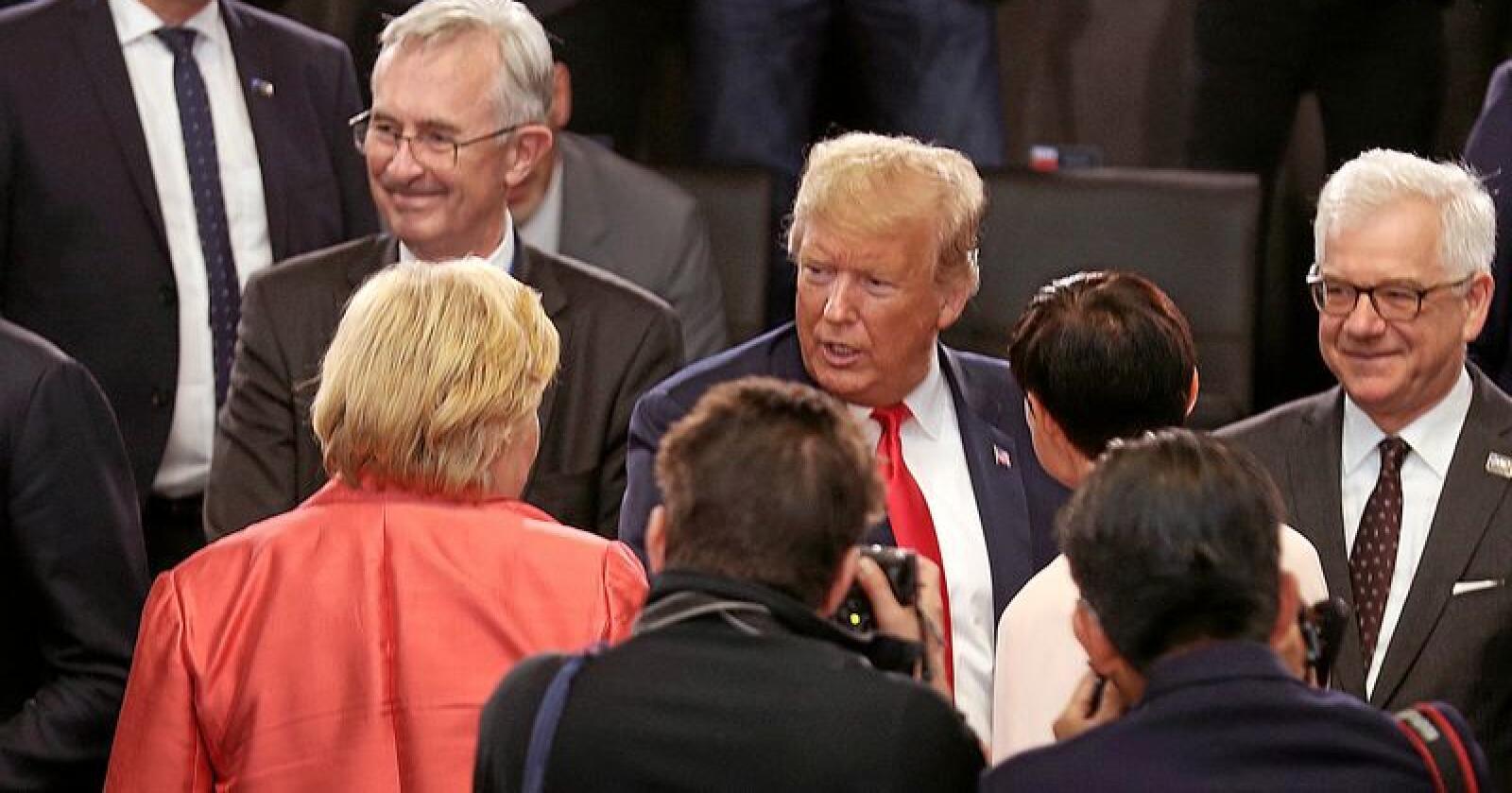 Toppmøte-kverna maler så langsomt: Toppolitikerne sin lange rekker av toppmøter - som dette i Nato – gir sørgelig lite håp om en fredeligere og bedre verden. En fornyelse trengs. Og den må komme nedenfra. Foto: Torbjørn Kjosvold / Forsvaret / NTB scanpix