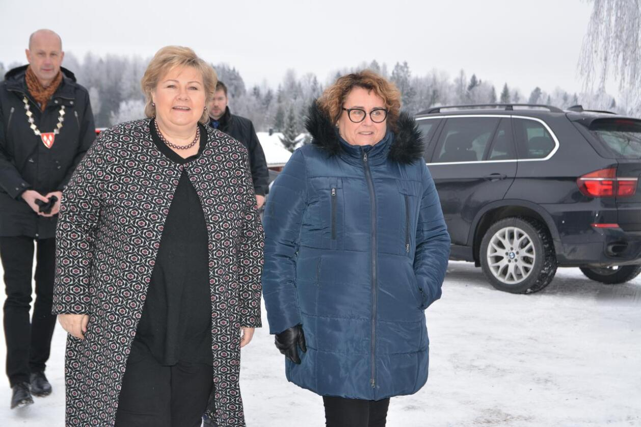 Siste hilsen: Statsminister Erna Solberg (H) og landbruks- og matminister Olaug Bollestad (KrF) går inn for å øke CO2-avgiften på bensin og diesel. (Foto: Anders Sandbu)