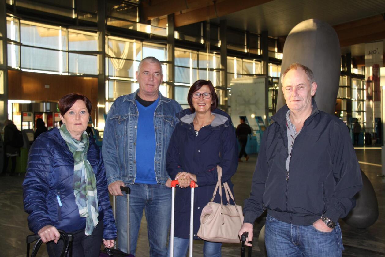 SOL OG VARME: (f.v.) Anne Jorun Johannsen (49), Terje Kallevik (63), Laila Perricone (54) og Georg Nilsen (56) er på vei til Phuket i Thailand for å feire jul. Foto: Stian Eide