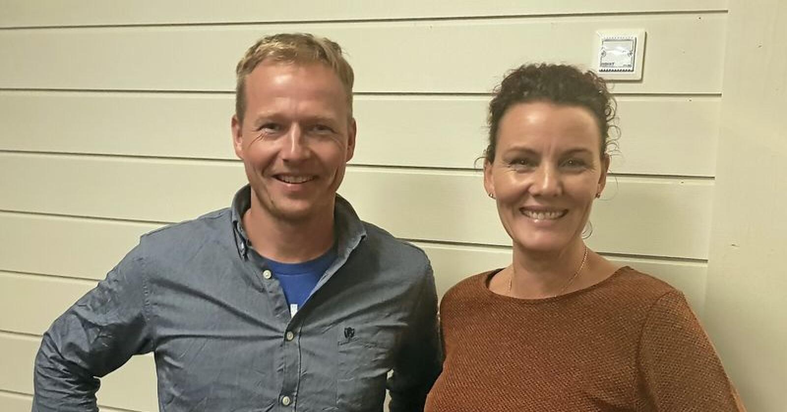 Varaordførar Terje Møkjåland (KrF) og ordførar Gro-Anita Mykjåland (Sp) gler seg til å styre Iveland kommune saman. Foto: Privat