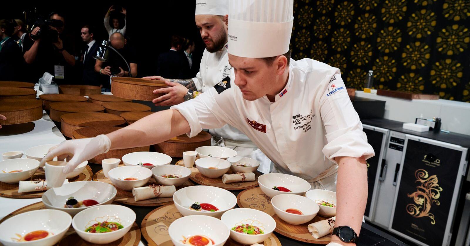 Her fra den store matkonkurransen Bocuse d'Or, hvor maten leveres i det tradisjonelle Ferdaskrinet. Foto: Stiftelsen Norsk gastronomi /Julien Bouvier
