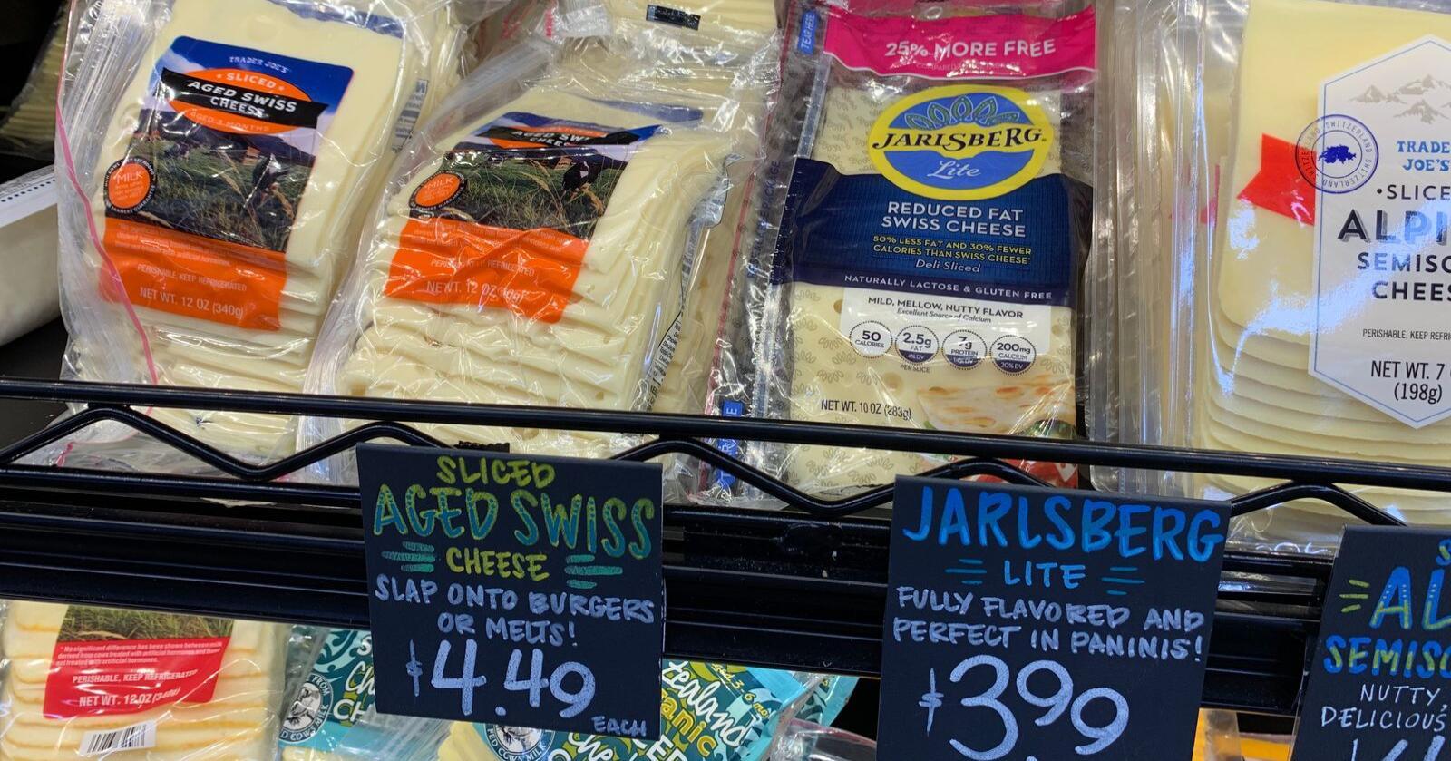 Jarlsberg ligger side om side med andre oster i denne dagligvarebutikken i New York. Styret i Tine har gitt konsernsjef Gunnar Hovland i Tine har fått i oppdrag å skape en ny internasjonal ostesuksess. (Foto: Linda Sunde)
