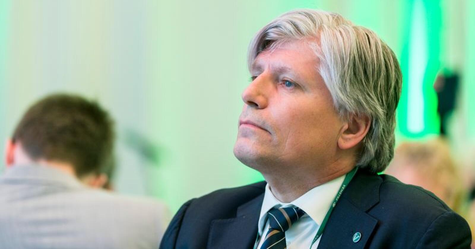 Klima- og miljøminister Ola Elvestuen har besluttet å utsette rivingen av seterbygningene i Vesllie på Hjerkinn etter massive protester. Foto: Ned Alley / NTB scanpix