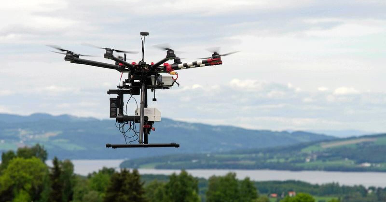 Presisjonsjordbruk: Nye teknologier vil strømme inn i landbruket de neste årene. Bildet er av en drone med avansert måleutstyr. Foto: Nibio