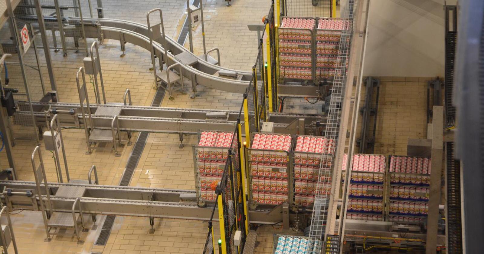 Tine Meieriet Oslo på Kalbakken er Norges største konsummelkanlegg. Det er stans i leveransene av Skolelyst til og med 8. februar, opplyser Tine. Foto: Anders Sandbu