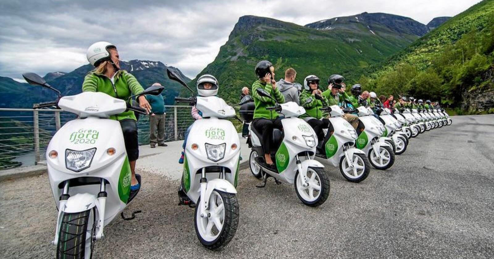 Mer miljøvennlig transport er tema for mange av søknadene til  Klimasats i 2019. Her fra turistbygda Geiranger i Stranda kommune som satser stadig mer på ulike elkjøretøy både for turister og fastboende. Foto: Grøn Fjord 2020