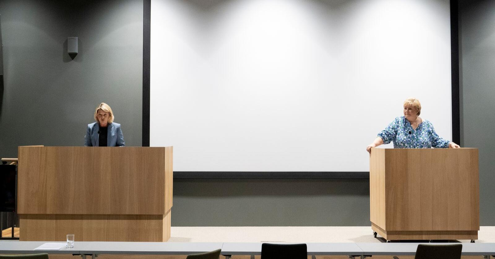 Justis- og beredskapsminister Monica Mæland og statsminister Erna Solberg under presentasjonen av ny stortingsmelding om politiet. Foto: Fredrik Hagen / NTB scanpix
