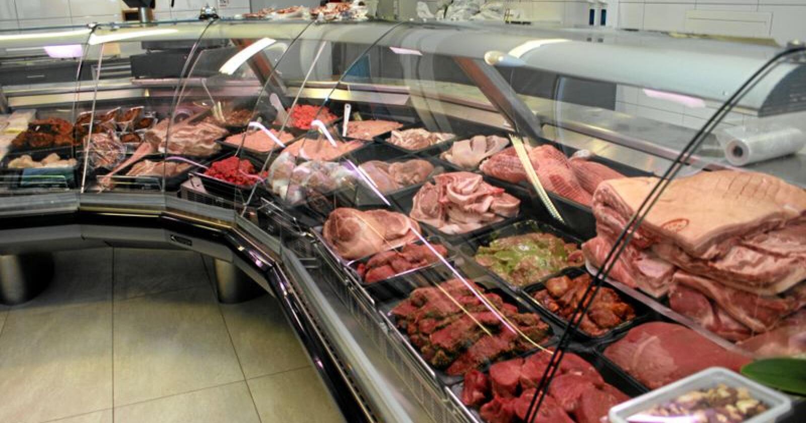 Matkonsum: Nordmenn bruker minst på mat i Norden viser ei europeisk kjøpekraftsundersøking. Her frå ein lokal slaktarbutikk på Jæren. Foto: Bjarne Bekkeheien Aase